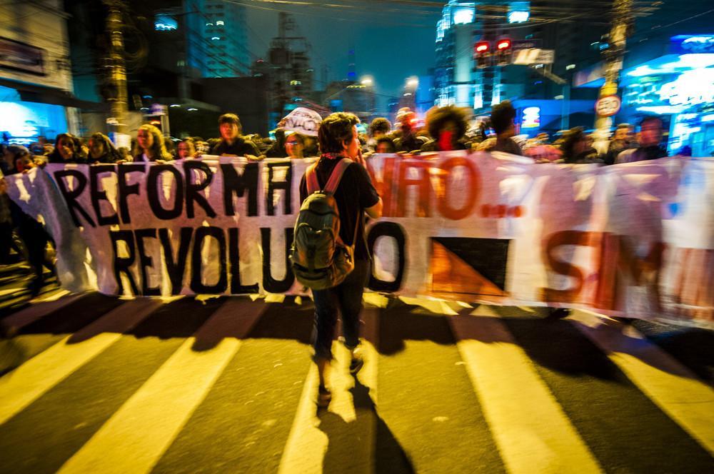 manifestacao-secundaristas-contra-reforma-do-ensino-medio-26-09-2016-body-image-1474986097-size_1000