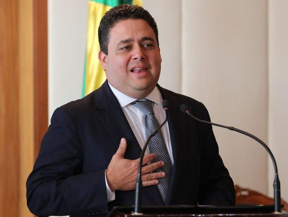 Felipe Santa Cruz, presidente da OAB é provocado por Jair Bolsonaro